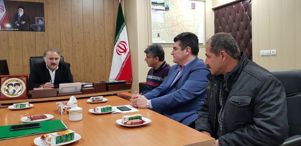 روابط عمومی منطقه دو :تقدیر شهردار منطقه 2 از نگهبان وظیفه شناس پیاده راه به دلیل رفتار حرفه ای